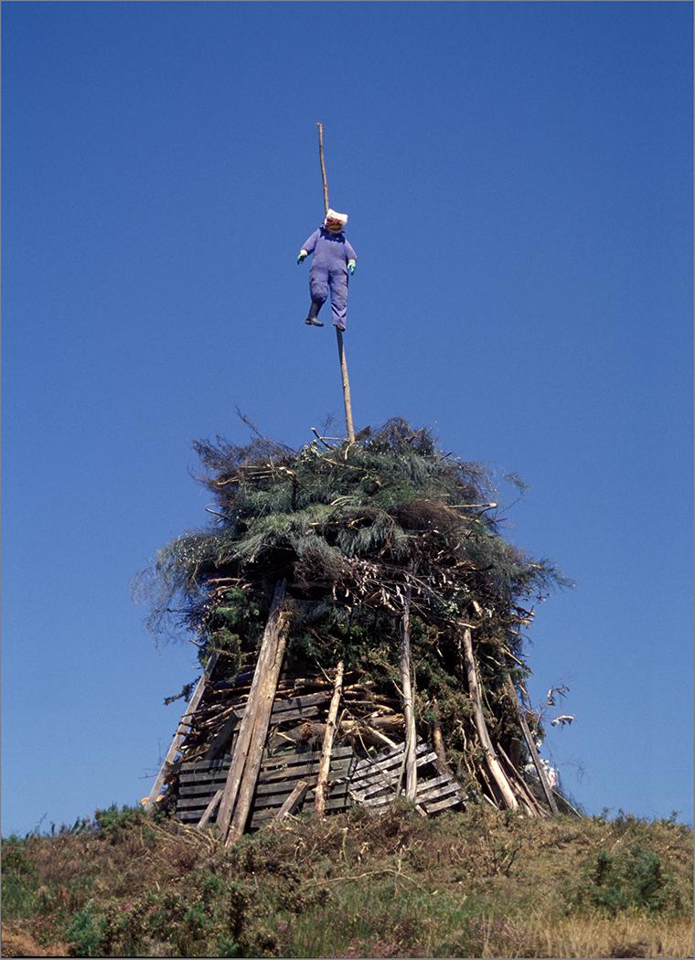 Construcción para las hogueras de S. Juan.